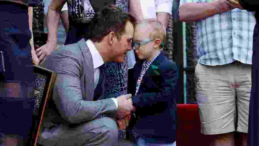 Chris Pratt troca carinhos com o filho Jack na Calçada da Fama de Hollywood, em 2017 - Danny Moloshok/Reuters