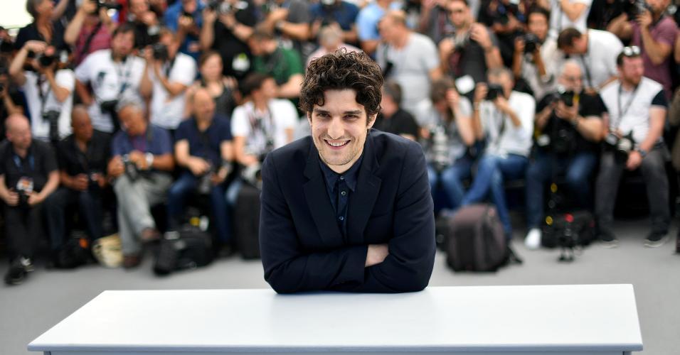 """O gala francês Louis Garrel, astro do filme """"Le Redoutable"""" esbanjou simpatia em Cannes"""