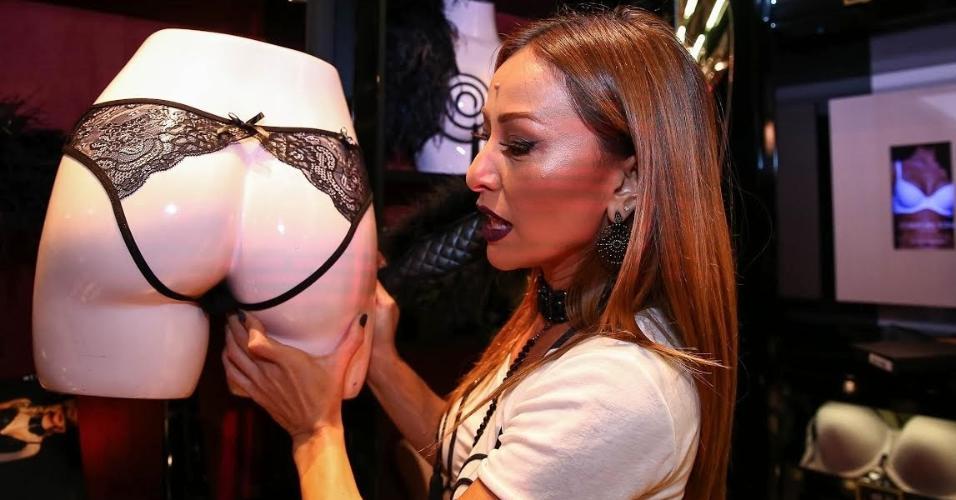fb9b1ca3c Sabrina Sato lança linha sexy de lingerie em São Paulo - BOL Fotos ...