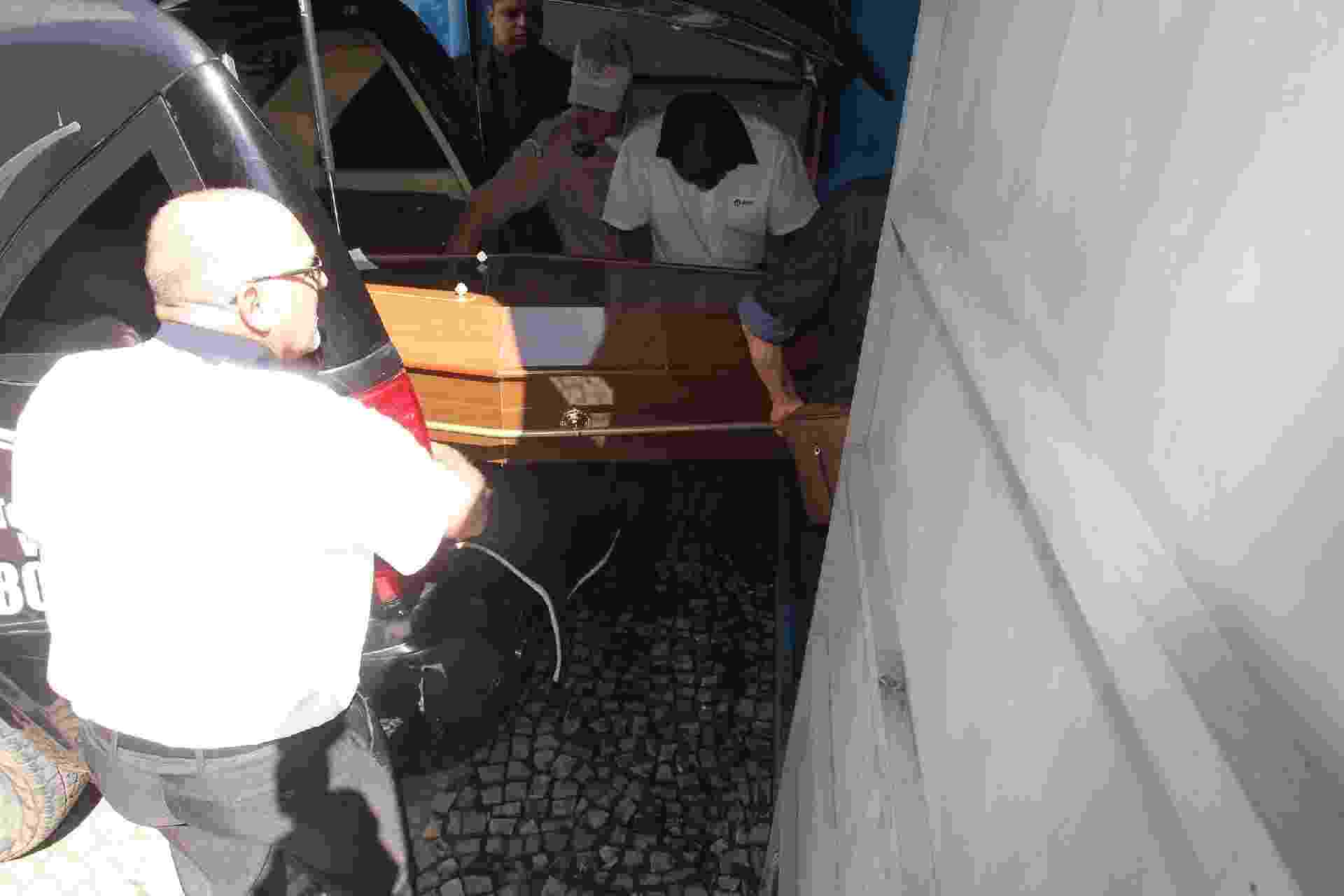 Corpo de Rogéria chega ao Teatro João Caetano, no centro do Rio de Janeiro, onde será velado - Marcello Sá Barretto/AgNews