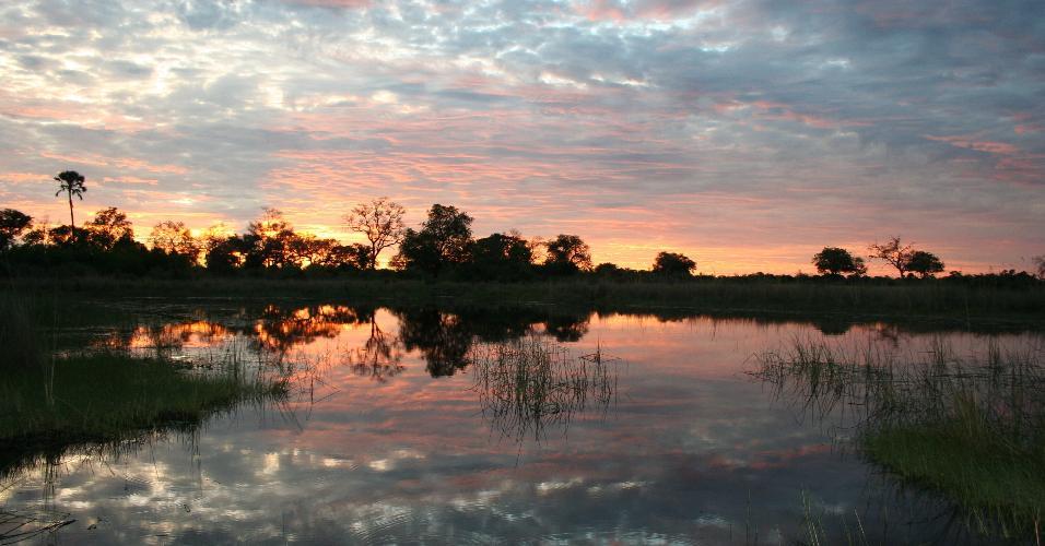 Um delta praticamente intocado, Okavango é um espetáculo natural. É bem no interior do continente africano e apresenta ao turista as diversas faces do ecossistema do país.