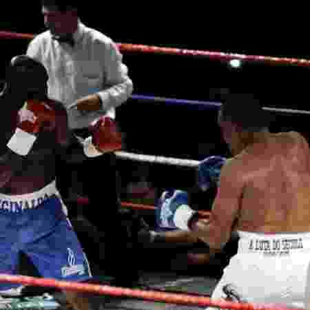 Reginaldo Holyfield e Luciano Todo Duro em ação na sétima luta entre eles - Divulgação - Divulgação