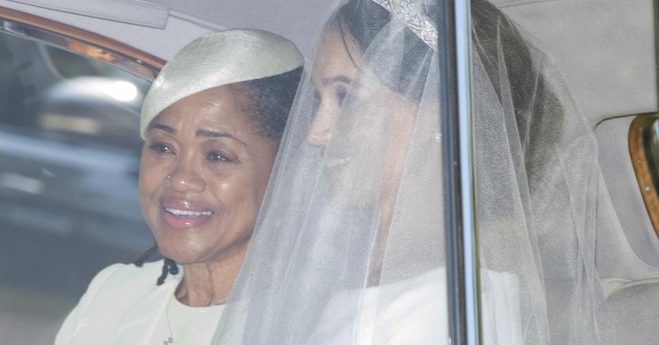 meghan e a mae, doria ragland, chegando para o casamento