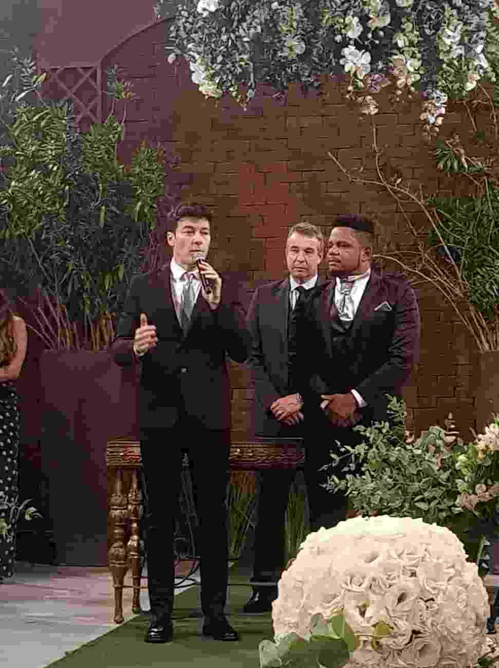 Rodrigo Faro grava casamento de Tati Minerato e Marcelo para transmitir em seu programa na Record - Renato Cipriano / Divulgação