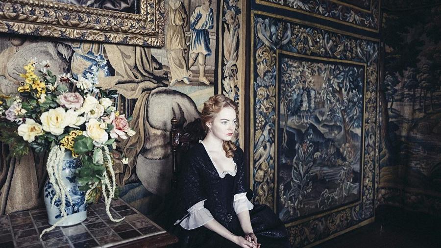 """Emma Stone em cena de """"The Favourite"""" - Reprodução"""