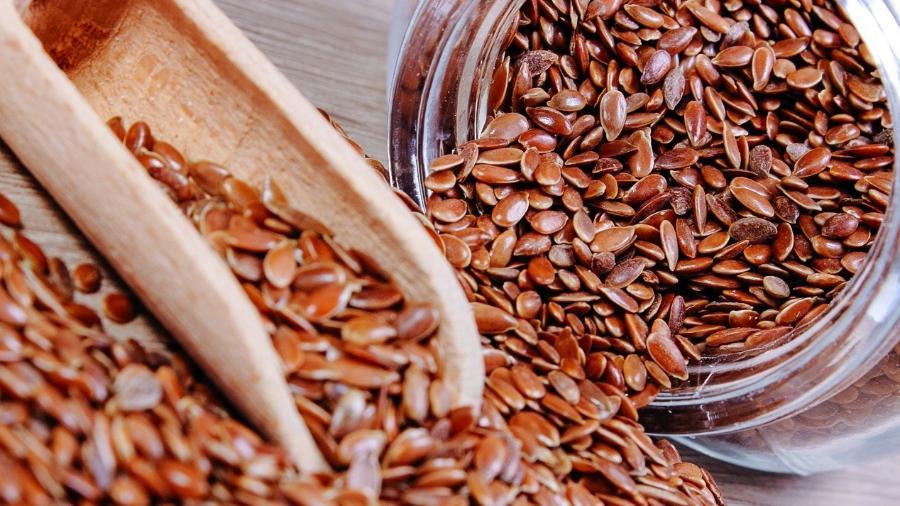 A linhaça é a semente do linho, planta usada para fazer o tecido do mesmo nome - iStock