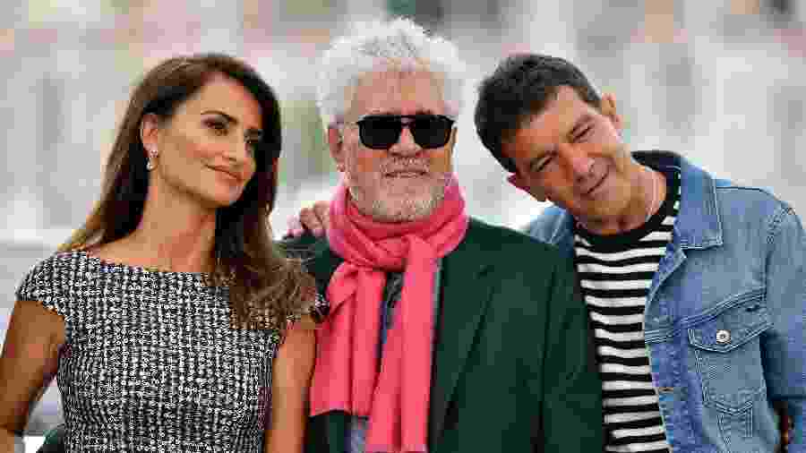 O diretor Pedro Almodovar com Penelope Cruz e Antonio Banderas - Alberto PIZZOLI / AFP