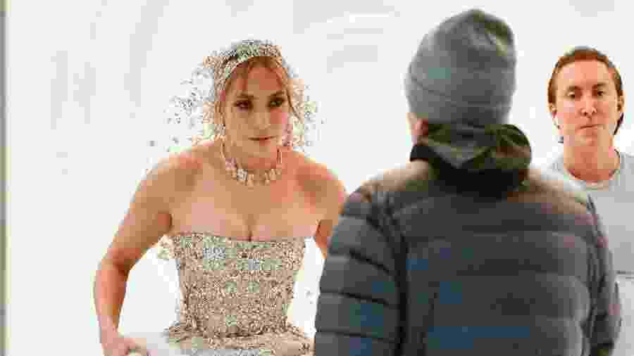 Jennifer Lopez aparece com vestido de noiva para gravação de seu novo filme - James Devaney/GC Images