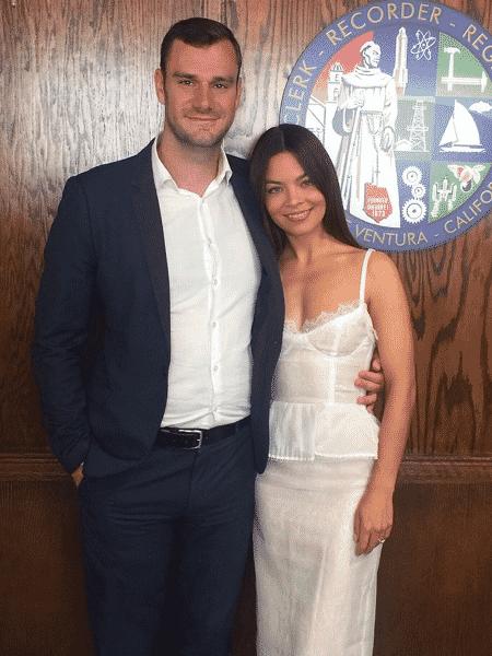 O casal Cooper Hefner e Scarlett Byrne - Reprodução/Instagram/cooperhefner