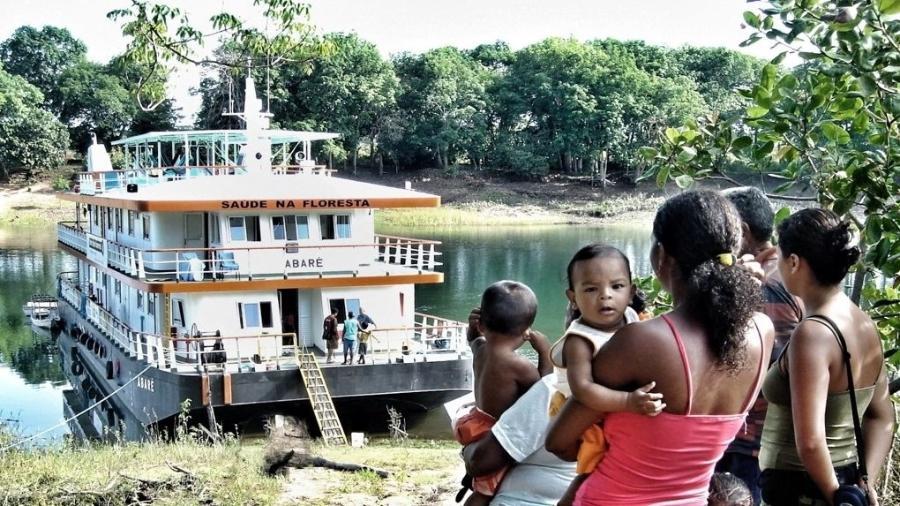 A ONG Saúde e Alegria atua desde 1987 na Amazônia e visita de barco as comunidades ribeirinhas, levando agentes de saúde e educação - Divulgação/Saúde e Alegria