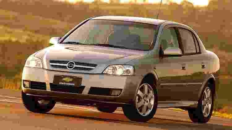 Veterano Astra Sedan ainda tinha parcela fiel de consumidores em 2010 - Divulgação