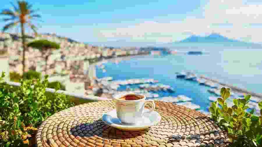 Cordiais, moradores de Nápoles deixam café pago para outra pessoa - Getty Images/iStockphoto