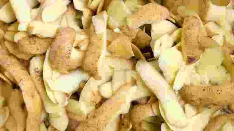 Triture a casca de batata para aplicá-la à terra da planta, assim como da cenoura, chuchu, entre outros - Getty Images/iStockphoto - Getty Images/iStockphoto