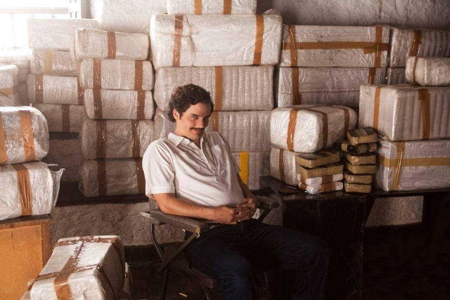 25.jun.2015 - Wagner Moura aparece com Pablo Escobar em primeira foto oficial de