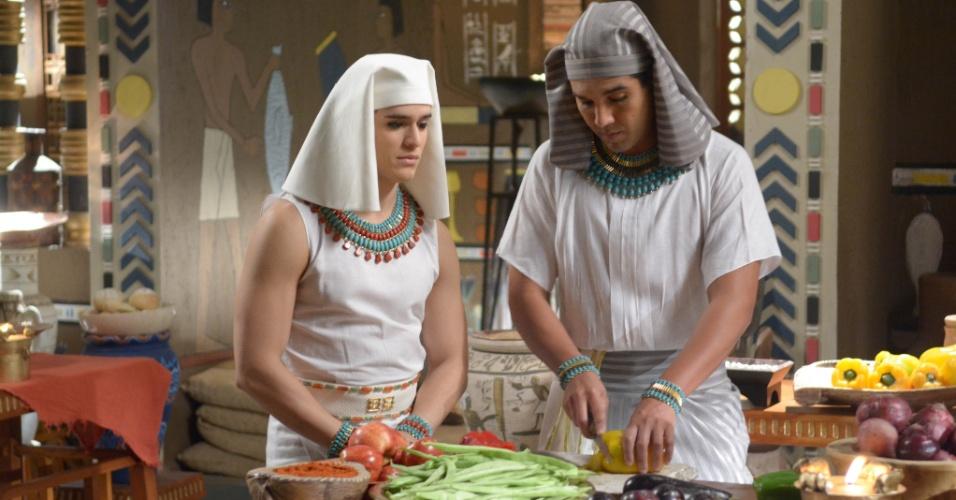Gahiji (Fernando Sampaio), o cozinheiro real, ensinando seu filho Chibale (Julio de Oliveira) a arte da culinária. Por ser um pai muito exigente, ele nunca está satisfeito com o trabalho do garoto na cozinha, mesmo sabendo que o rapaz é um exímio cozinheiro, assim como o próprio pai. Isso gera uma relação de atrito entre pai e filho