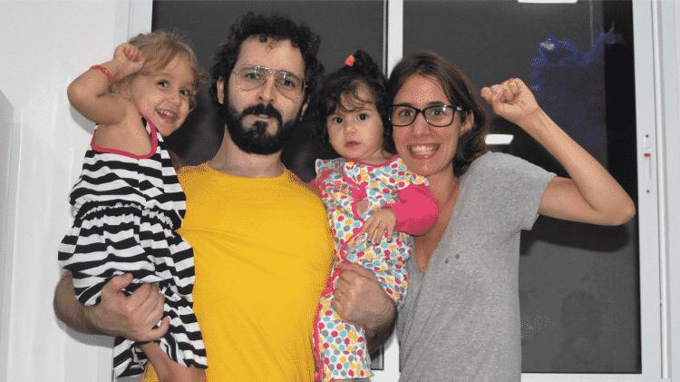 Aline Shirazi Conte com as filhas, Laura (à esquerda) e Heloísa; personagens de matéria de UOL Gravidez e Filhos sobre universitárias grávidas - Arquivo Pessoal - Arquivo Pessoal