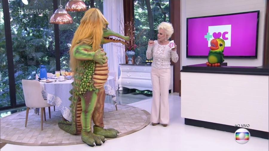 """Ana Maria Braga recebe a Cuca, do """"Sítio do Picapau Amarelo"""", no """"Mais Você"""" - Reprodução/Globo"""