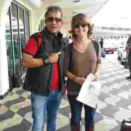 Zé Congonhas encontra Claudia Abreu e corre para não perder a foto com a atriz - Felipe Pinheiro/UOL - Felipe Pinheiro/UOL