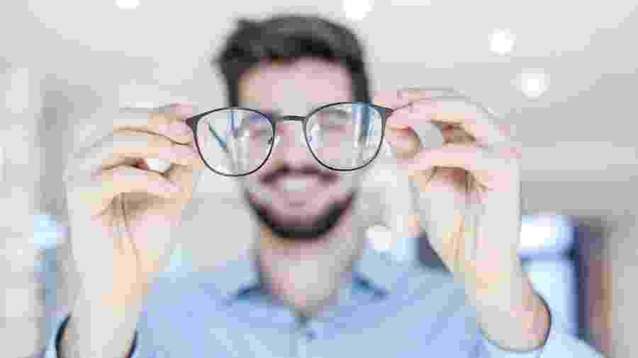 Fique de olho em 7 sinais de que você está precisando usar óculos ... 7477d8aa90