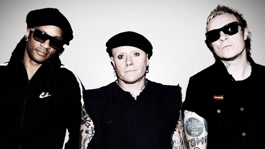 O grupo britânico The Prodigy, com Keith Flint ao centro - Reprodução/Facebook