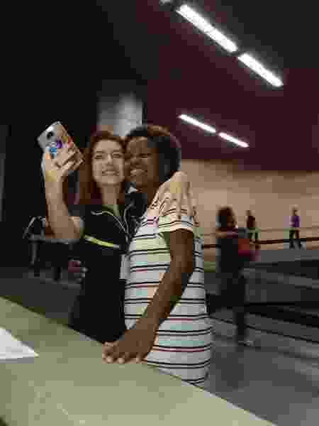 Priscila foi reconhecida e tietada pelos fãs durante a reportagem do UOL - Ana Cora Lima/UOL - Ana Cora Lima/UOL
