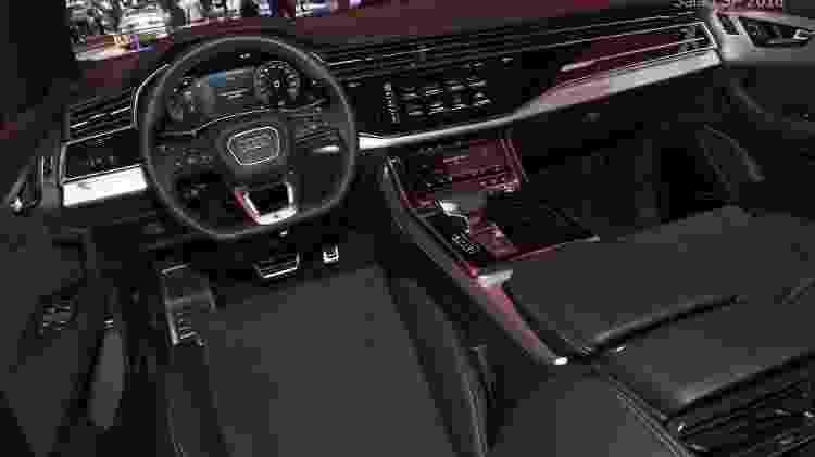 Cabine do Q8 conta com três telas de alta resolução: painel, central multimídia e comandos do ar-condicionado - Murilo Góes/UOL