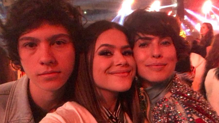 Maisa Silva com o namorado, Nicholas Arashiro, e a apresentadora Fernanda Paes Leme - Reprodução/Twitter