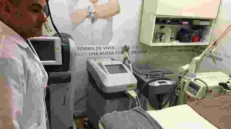 O médico Carlos Moreno recomenda que estrangeiros chequem informações sobre os médicos antes de viajarem para fazer uma cirurgia - BBC - BBC