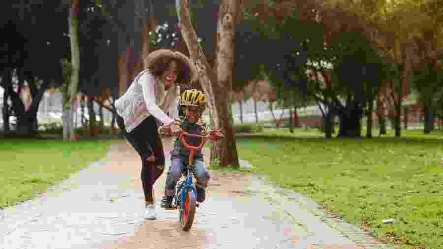 Ficar em tempo integral com a criança no fim de semana pode não ser fácil para toda mãe - iStock