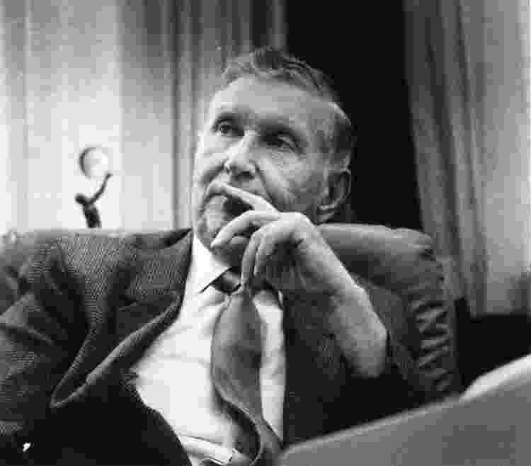 02.10.1986 - Sumner Redstone nos escritórios da Redstone Management, pouco antes de comprar a Paramount - Boston Globe via Getty Images - Boston Globe via Getty Images
