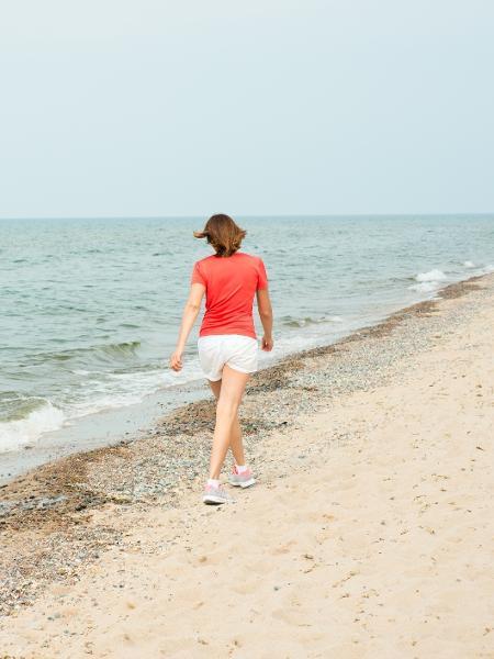 Faço parte da geração de mulheres em todas usam shorts: na praia, no dia a dia dentro de casa, no mercado... - Ottochka/Getty Images/iStockphoto