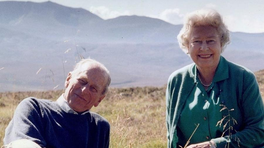 Rainha Elizabeth 2ª ao lado do príncipe Philip - Reprodução/Instagram @theroyalfamily