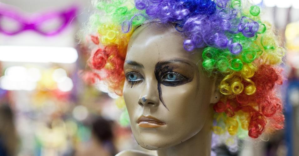 A tradicional peruca colorida também serve de opção para os blocos de rua. Custa R$ 18 na loja Império das Festas (Ladeira Porto Geral, 55 ? Centro/ SP)