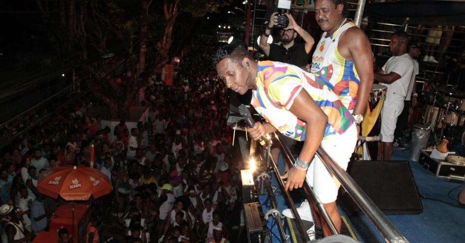4.fev.2015 - Beto Jamaica e Compadre Washington cantam no primeiro dia de folia do Carnaval de Salvador