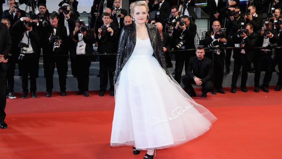 20.mai.2017 - Elizabeth Moss cruza o tapete vermelho de Cannes - Getty Images
