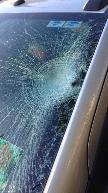 Detalhe do para-brisa do carro que atropelou o jornalista Carlos Cavalcante - Flavio Ricco