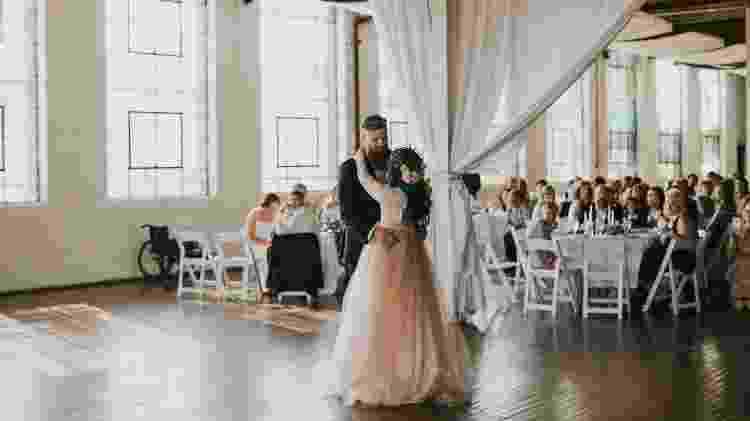 Noiva reaprende a andar para subir ao altar - Reprodução/Love Stories Co. - Reprodução/Love Stories Co.