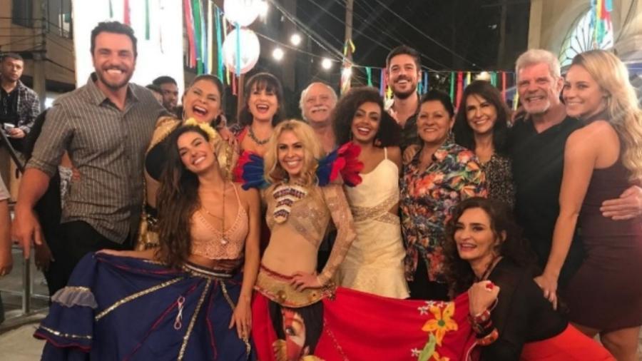 """Joelma posa com o elenco de """"A Força do Querer"""" - Reprodução/Instagram/joelmaareal"""