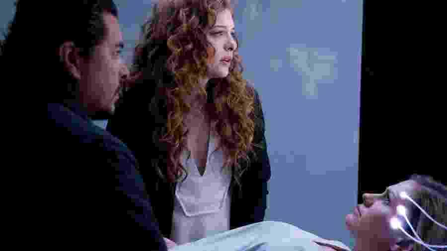 """Anna Paquin em cena do episódio """"Real Life"""", da série da Amazon """"Electric Dreams"""" - Divulgação"""