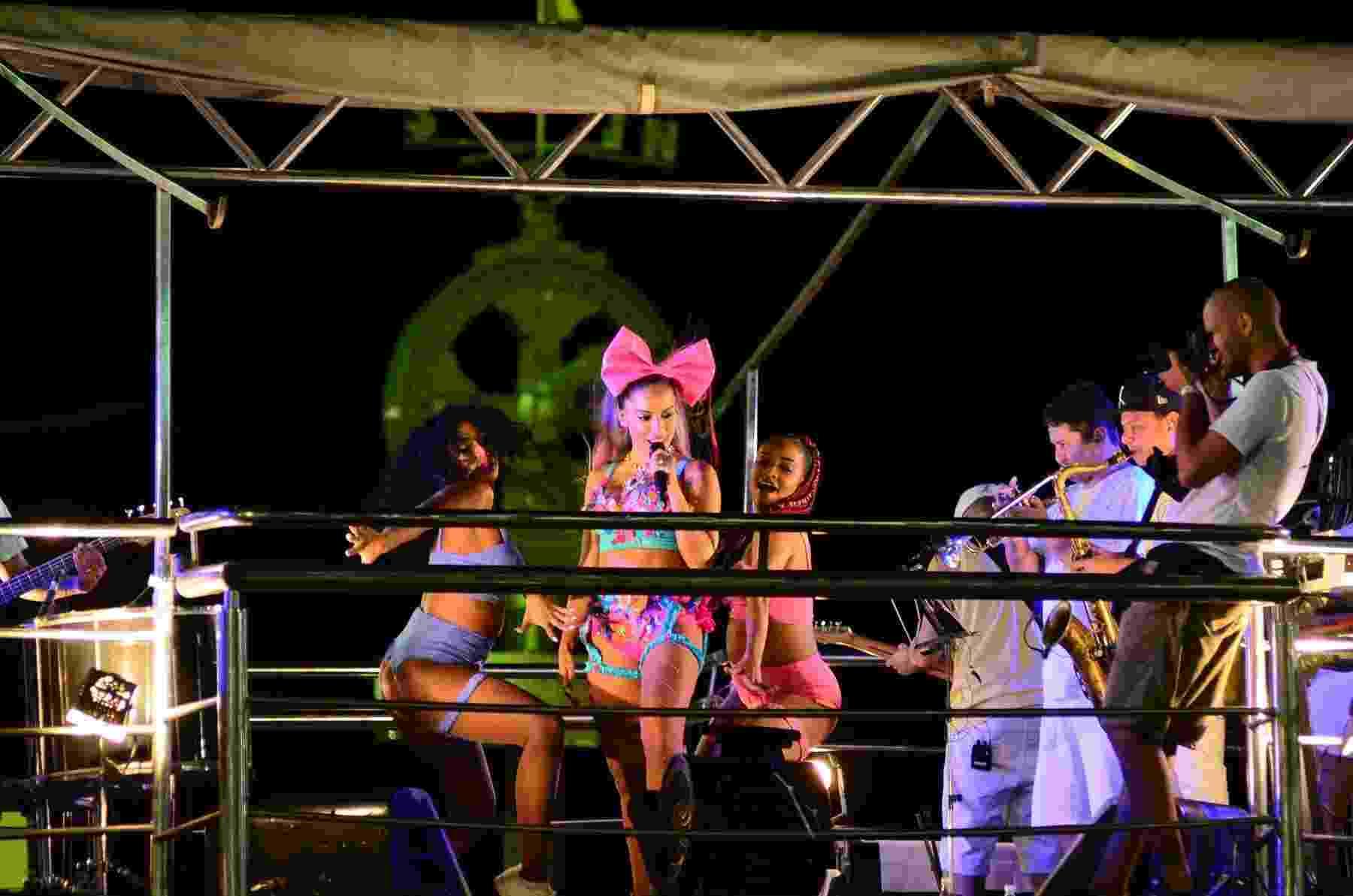 Anitta se apresenta no trio elétrico do Circuito Barra Ondina - Webert Belicio/AgNews