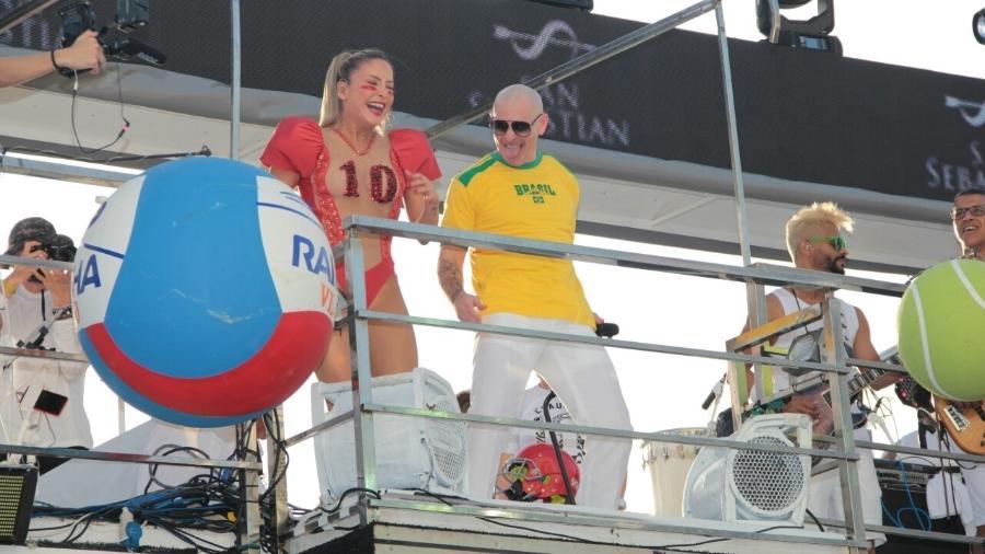 Claudia Leitte e Pitbull cantam juntos em Salvador - JC Pereira/AgNews