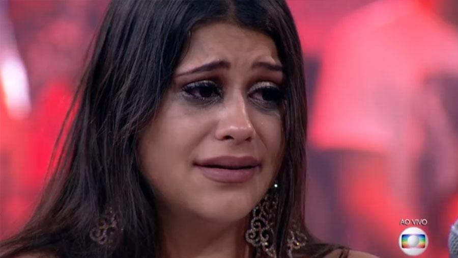 Ana Paula borra a maquiagem de tanto chorar após ser eliminada com 89,85% dos votos