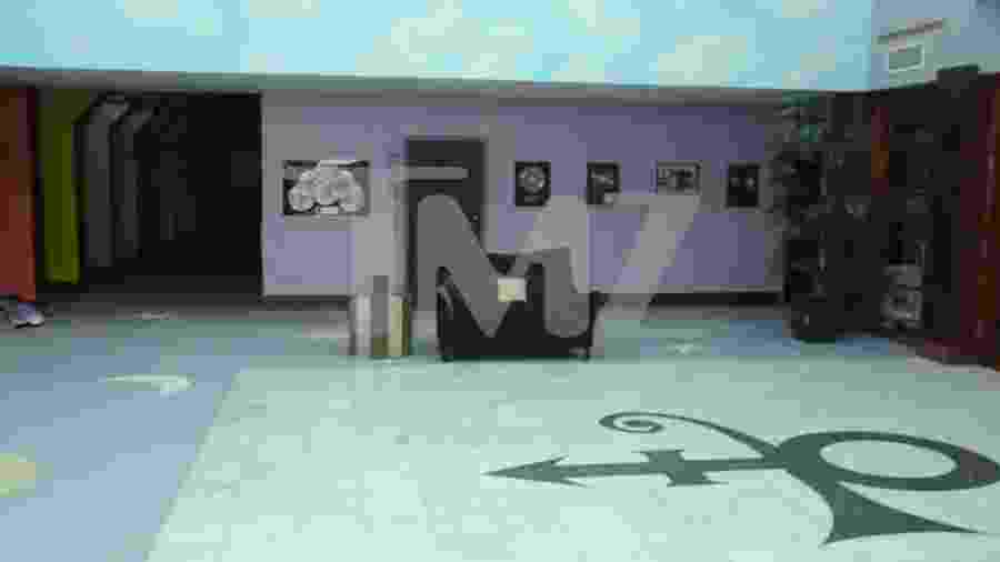 Trecho do vídeo feito dentro da casa do cantor Prince no dia de sua morte - Reprodução