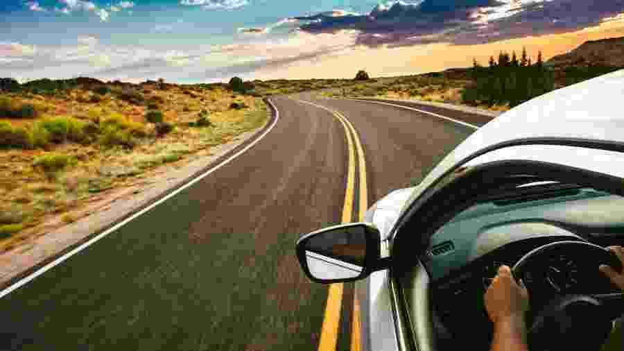 Viagem de carro na estrada - Getty Images