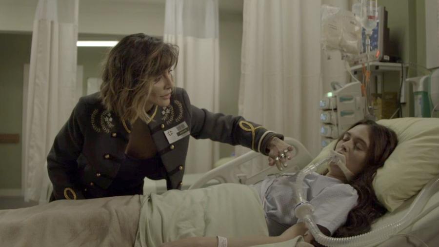 Betina vai até o quarto de Marocas no hospital - Reprodução/Globo