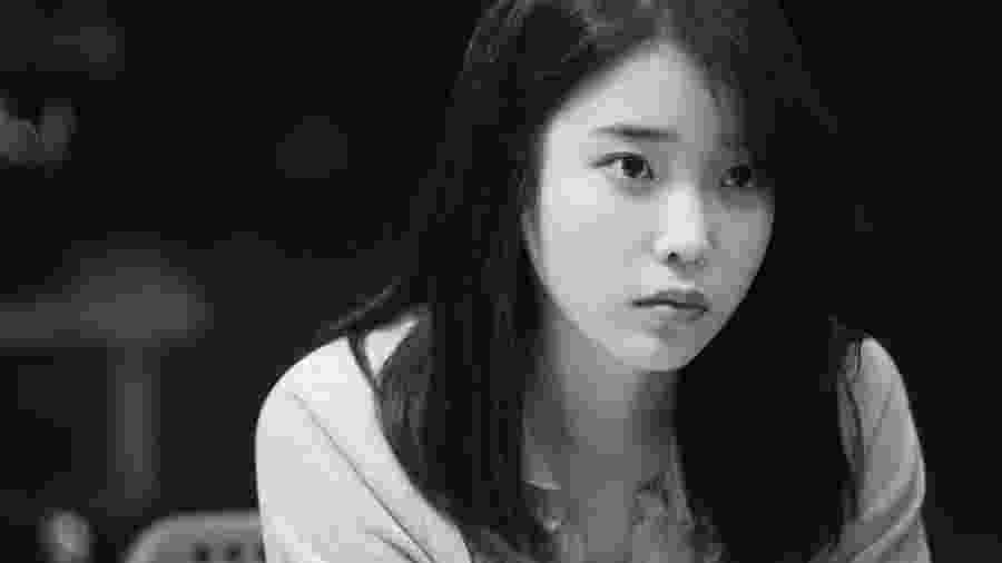 """A cantora IU em um dos episódios de """"Persona"""" - Reprodução/Twitter"""