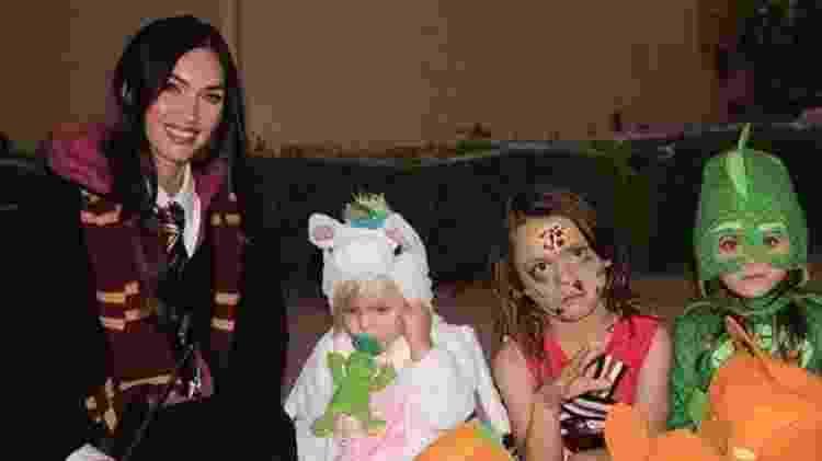 A atriz Megan Fox e seus filhos no Halloween - Reprodução/instagram/meganfox
