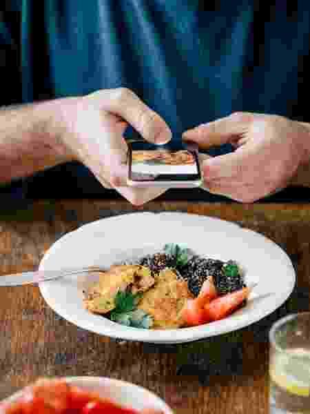 Você também adora postar o que está comendo para os seguidores? - KucherAV/iStock