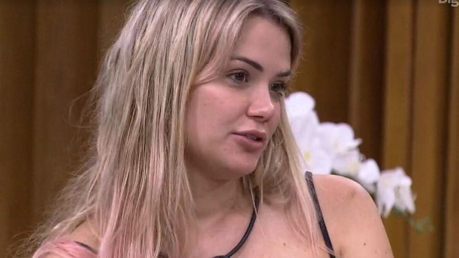 Marcela parece a Coluna Chico Barney: está sempre falando mal de alguém do BBB 20 - Reprodução/Globo