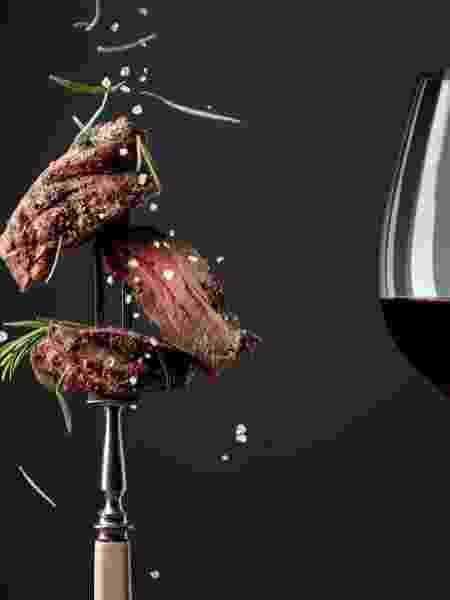 """Para o """"casamento"""" entre carne e vinho ficar perfeito, especialistas dão as dicas - Getty Images - Getty Images"""